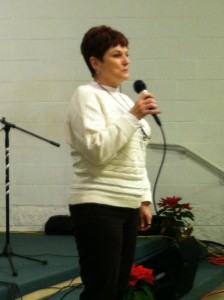 Paula McKinley Shares a testimony in one of the 5 services